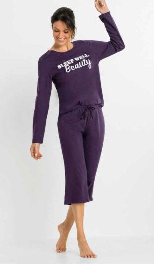 Női stílusos capri pizsama felirattal az elején